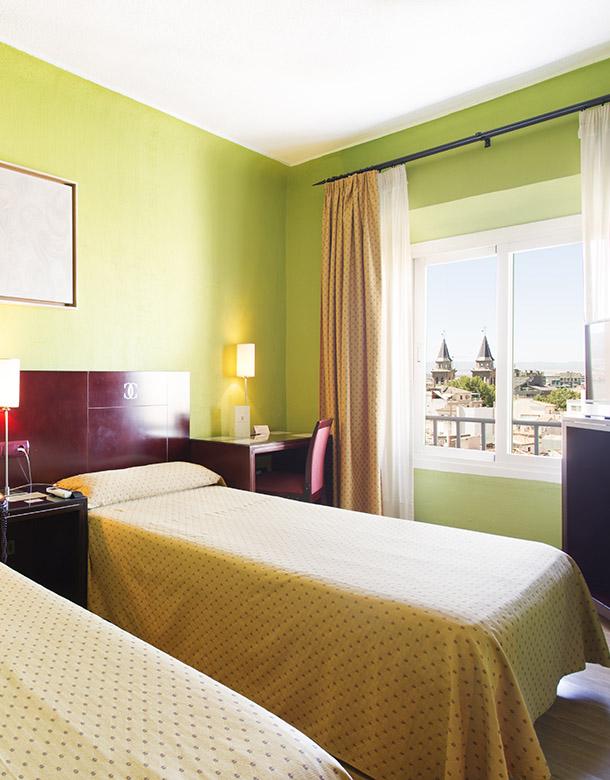 Hotel en granada hotel granada carlos v oficial ofertas for Hotel granada habitacion familiar